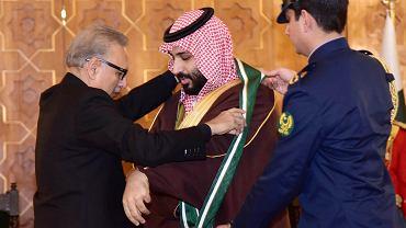 Prezydent Pakistanu  Arif Alvi dekoruje saudyjskiego księcia Mohammeda bin Salmana najwyższym odznaczeniem cywilnym, Nishan-e-Pakistan (Orderem Pakistanu). Islamabad, 18 lutego 2019 r.