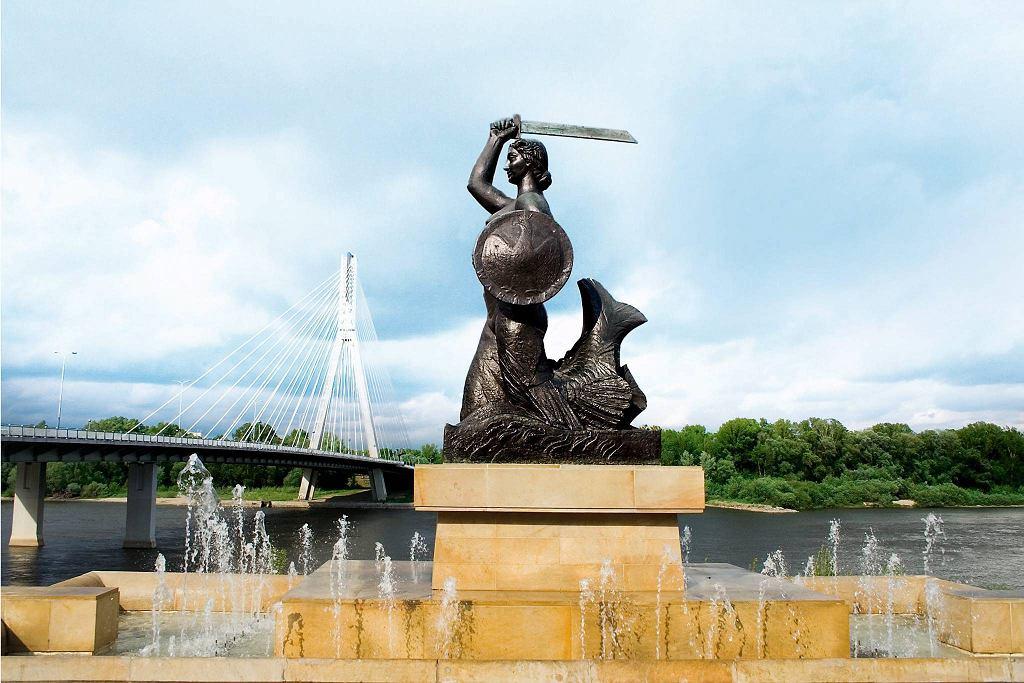 Spiżowy pomnik Syrenki można zobaczyć także z kajaka.