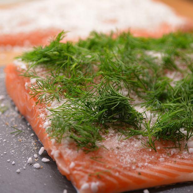 Płat łososia przygotowany do marynowania