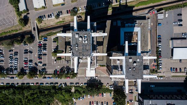 Zdjęcie numer 0 w galerii - Dwie kosmiczne wieże Katowic miały być częścią nowego śródmieścia. Nie udało się [ZDJĘCIA]