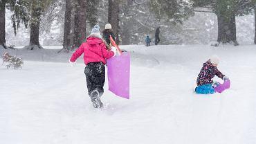 Na dzieci i młodzież czekają świetnie przygotowane stoki narciarskie i lodowiska.