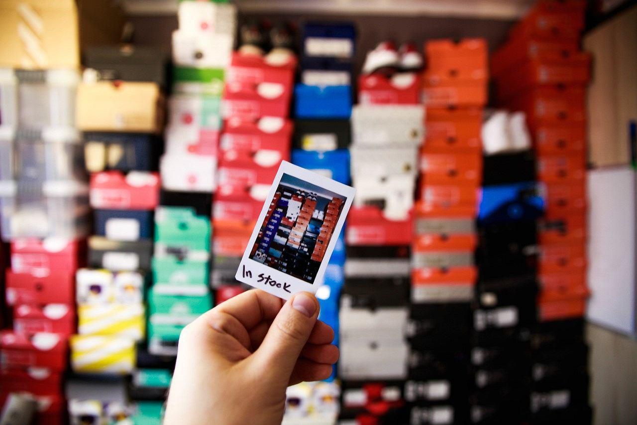 Gdzie pomieścić kilkaset par butów? A kilka tysięcy? (fot. szczepanradzki.pl)