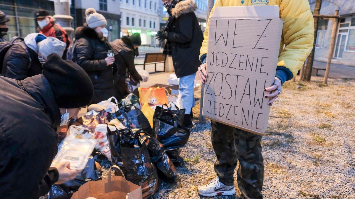 Antyaborcjonisci Kontra Anarchisci W Centrum Poznania Doszlo Do Przepychanek