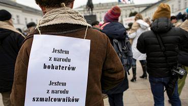 Pikieta  'JesteśMY - pomieszanie dobrego i złego ' przeciwko zmianom w ustawie o IPN, Warszawa 04.02.2018