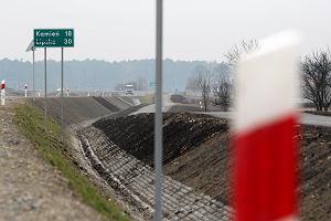 Droga gotowa od prawie roku, ale nadal jest zamknięta. Jej budowa kosztowała 50 mln zł