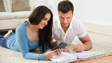 Pieniądze w związku: trzeba z partnerem rozmawiać
