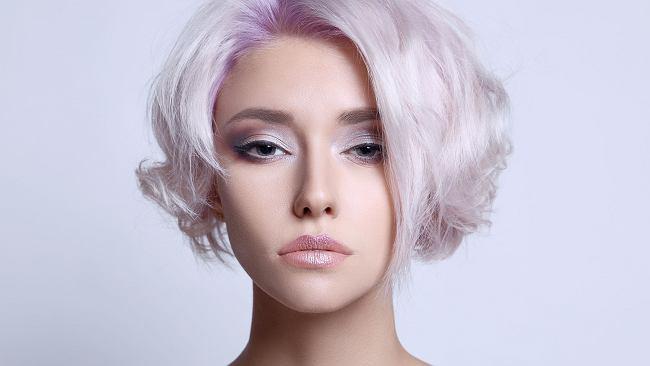 Ta fryzura pasuje każdej kobiecie. Choppy bob wyszczupli twarz i doda włosom objętości