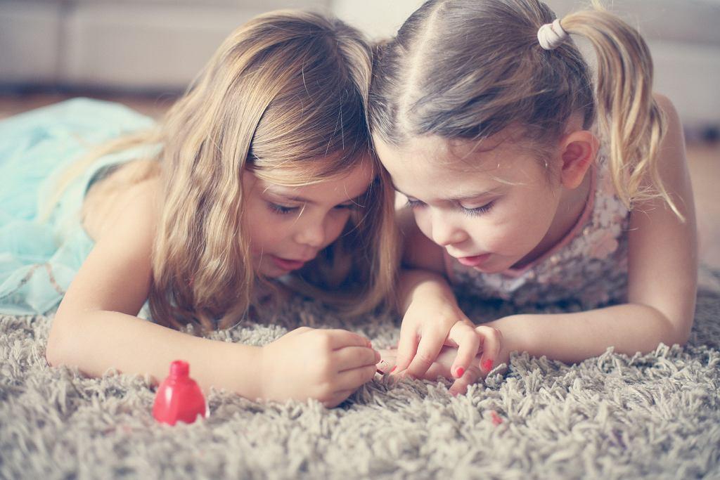 Lakier do paznokci dla dzieci powinien być przede wszystkim bezpieczny.