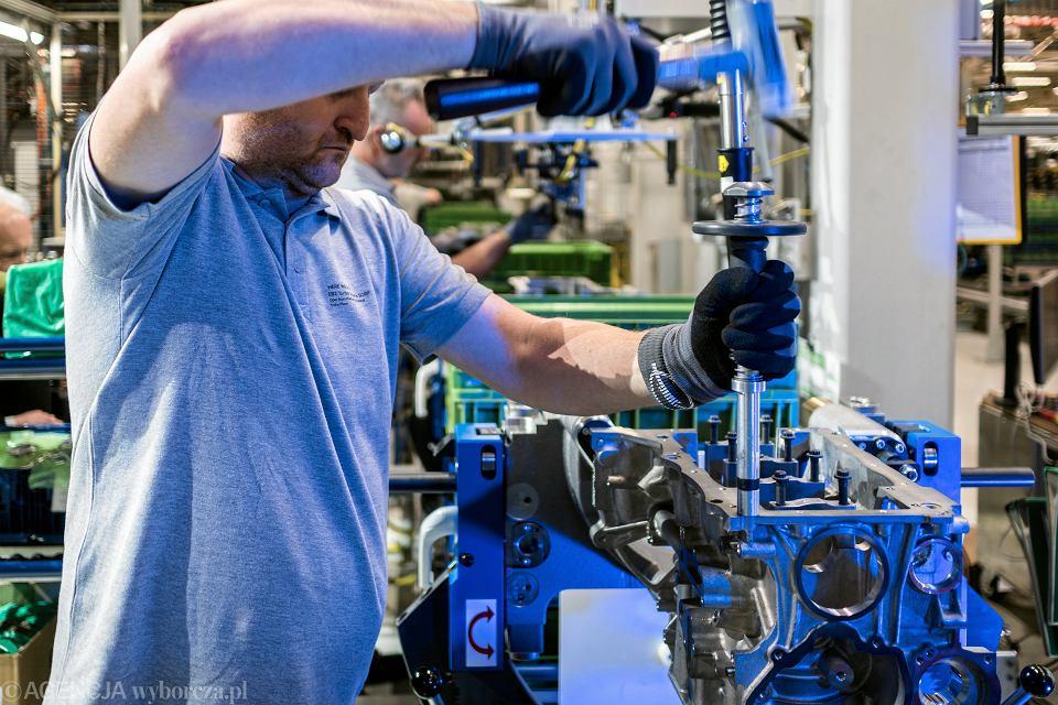 Rynek pracy w październiku: rosną płace, hamuje zatrudnienie. GUS opublikował dane za październik