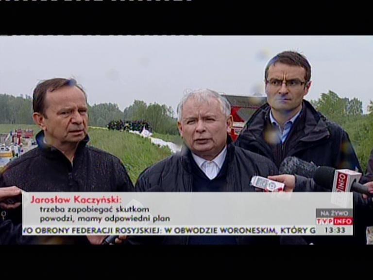 Jarosław Kaczyński w połowie maja wizytował wały przeciwpowodziowe