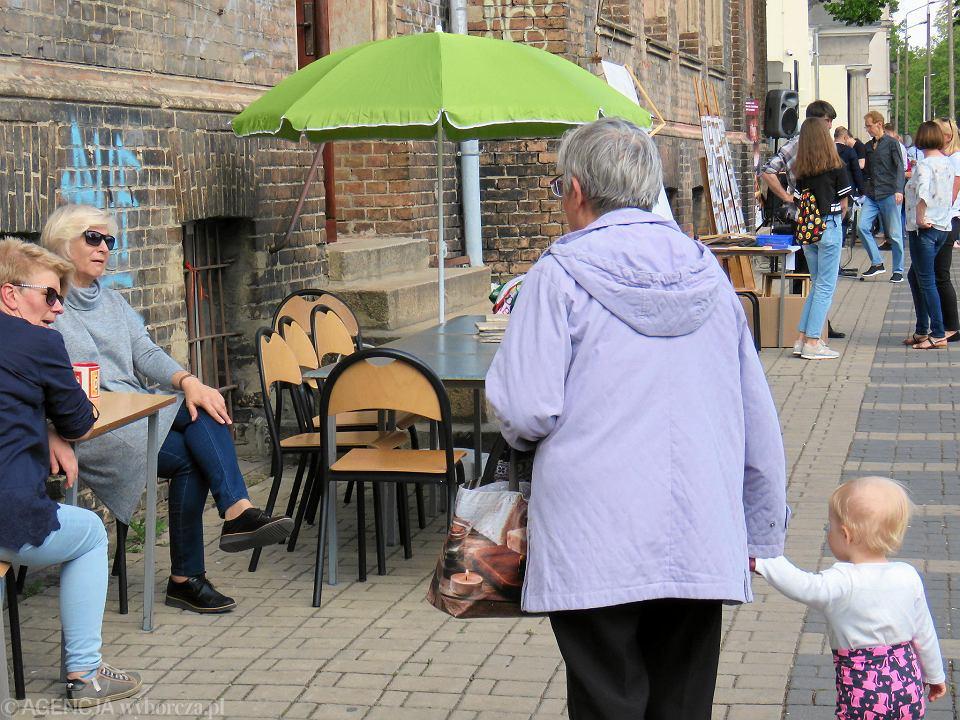 Zdjęcie numer 46 w galerii - Wielka zabawa na niezwykłej ulicy. Teatralna bawi się na całego [ZDJĘCIA]