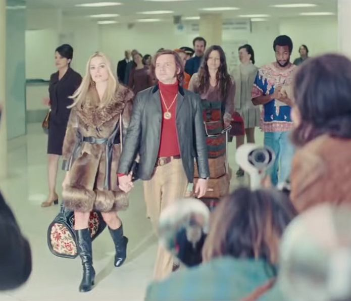 Rafał Zawierucha i Margot Robbie - kadr z 'Once Upon a Time in Hollywood'