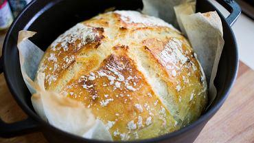 Chleb z naczynia żaroodpornego