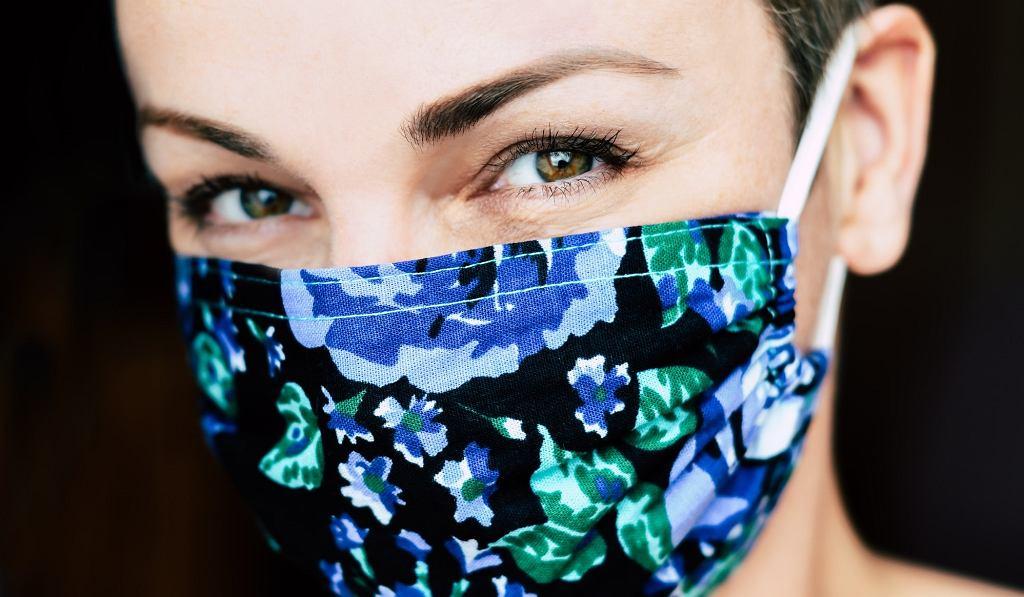 Jak łagodzić podrażnienia skóry i zapobiegać niedoskonałościom po noszeniu maseczki ochronnej?