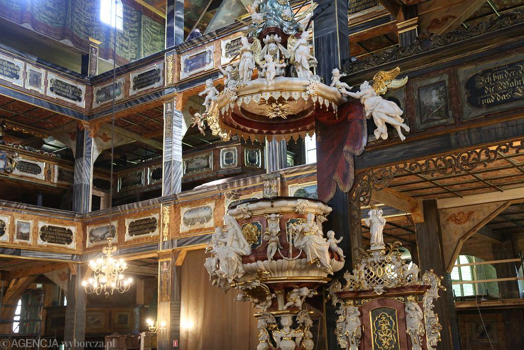 Świdnica. Kościół Pokoju jest jedną największych na świecie drewnianych świątyń, może pomieścić 7,5 tys. wiernych