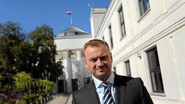 Sławomir Nitras przed Sejmem