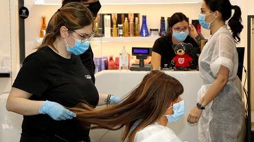Fryzjerzy, kosmetyczki czy restauratorzy działający w galeriach handlowych w czasie blisko ośmiu tygodni najsroższych ograniczeń gospodarczych mogli liczyć na zawieszenie płatności czynszu za wynajem