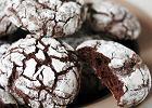 Popękane ciasteczka wyglądają obłędnie i jeszcze lepiej smakują. Jak je zrobić? [PRZEPIS]