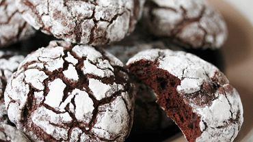 Popękane ciasteczka nie tylko pięknie wyglądają, lecz także obłędnie smakują.