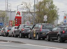 Gdzie się ulatnia akcyza na paliwa? Dochody budżetu rosną wolniej niż sprzedaż