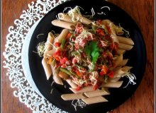 Penne pełne ziarno z nutą orientalnych przypraw i smakiem malinowych pomidorów - ugotuj