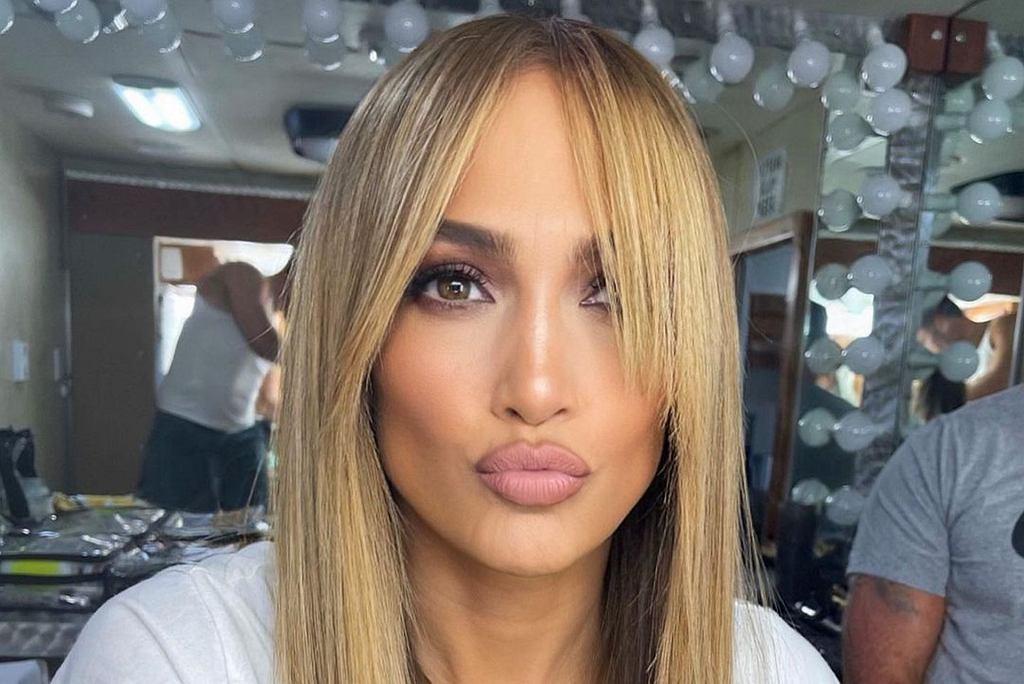 Jennifer Lopez w modnej grzywce blunt curtain