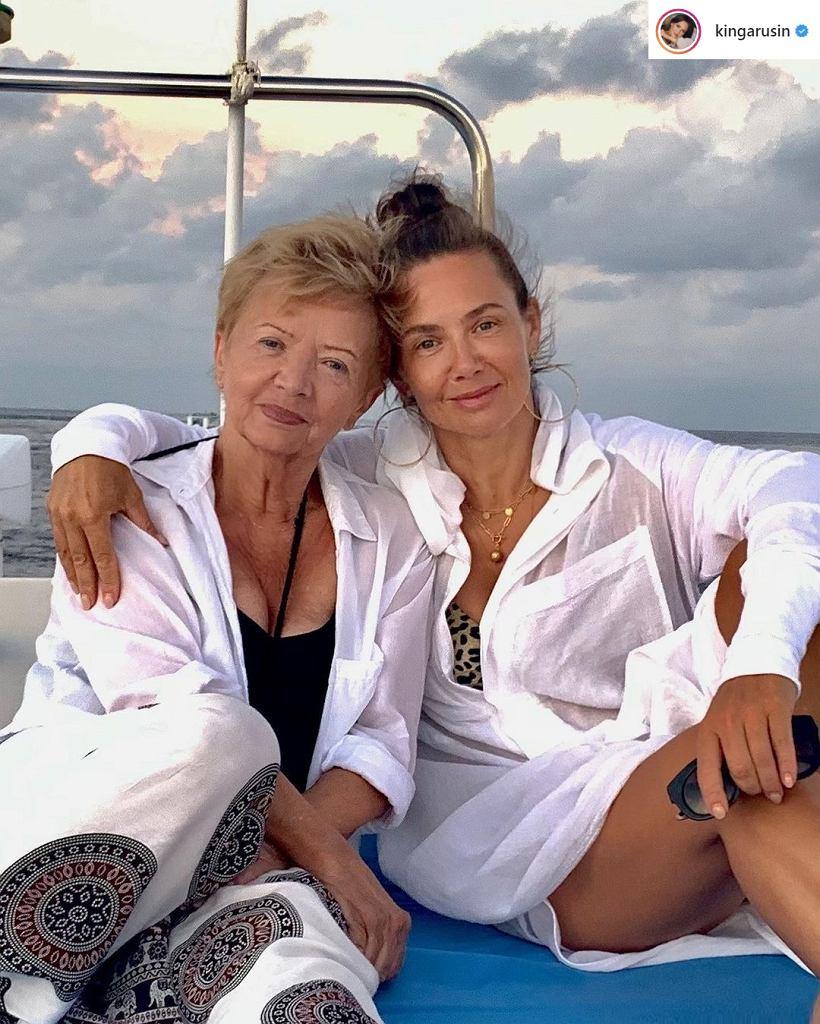 Kinga Rusin z mamą - wyglądają jak siostry