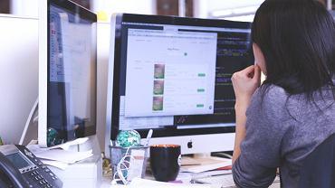 Od kiedy to programista musi być showmanem? (fot. Pexels.com CC0)