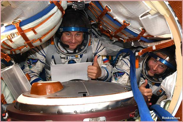Załoga misji MS-10. Po lewej Rosjanin Aleksiej Owczinin a po prawej Amerykanin Nick Heig.