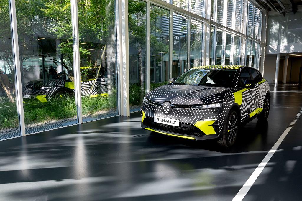 Elektryczne Renault MeganE w kamuflażu