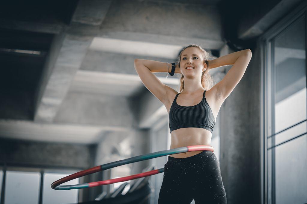 Ćwiczenia z hula-hoop podbijają TikToka