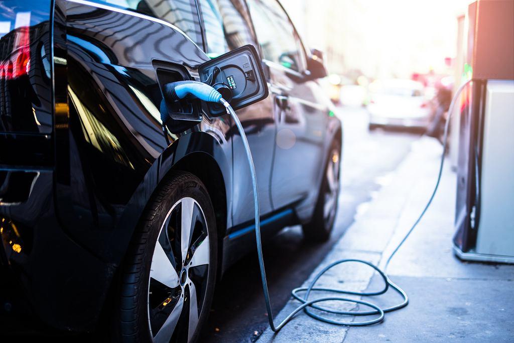 PGE wprowadza opłaty za ładowanie samochodów elektrycznych.