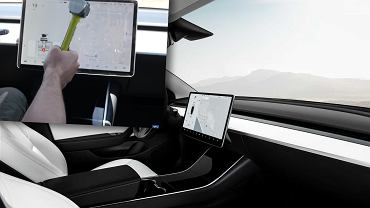Ekran w Tesli Model 3