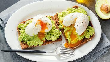 Jaja poszetowe to idealne danie na śniadanie. Zdjęcie ilustracyjne