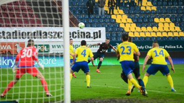 Zatrzymani mężczyźni usiłowali dostać się na mecz Pogoń Szczecin - Ruch Chorzów (1:1)