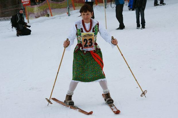Narciarski Bieg Retro, rozgrywany w staromodnym stylu, każdego roku w marcu w okolicach schroniska