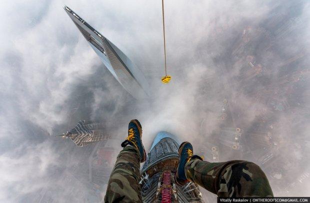 Widok z żurawia Shanghai Tower