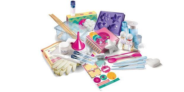 Zabawkowe laboratorium perfum to jeden z najchętniej wybieranych prezentów dla dziewczynek.