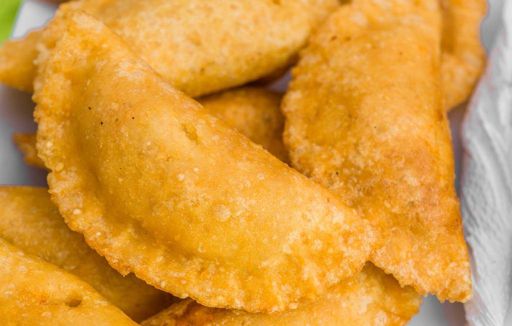 Empanadas to pyszne pierożki, które są bardzo popularne w Ameryce Południowej, zwłaszcza w Argentynie (zdjęcie ilustracyjne)