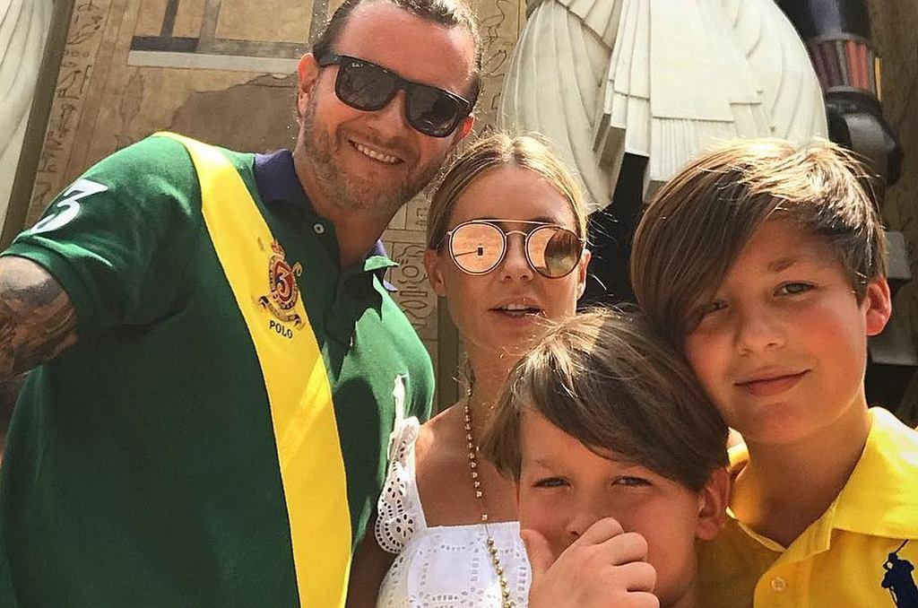 Radosław Majdan i Małgorzata Rozenek z synami