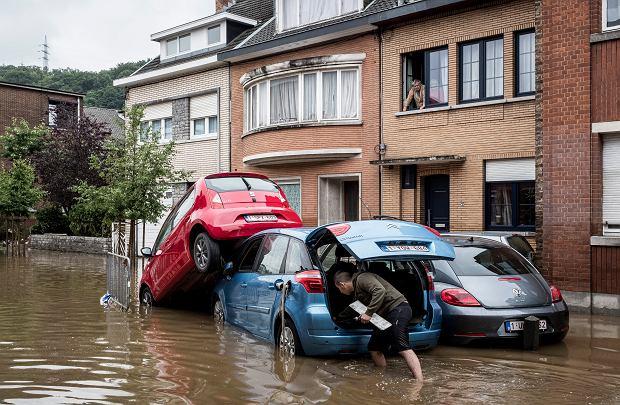 Czy bać się zalewu popowodziowych samochodów używanych z Niemiec i Belgii? Znamy tricki sprzedawców