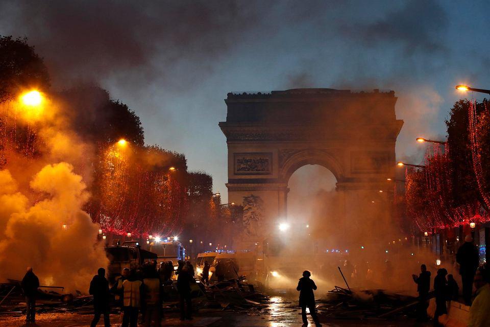 Image result for zamieszki w paryżu