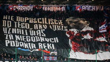 Sektorówka na trybunie Wisły w czasie meczu z Jagiellonią Białystok.