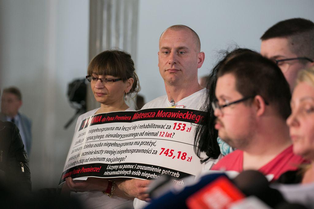 W Sejmie trwa protest rodziców dorosłych osób niepełnosprawnych.