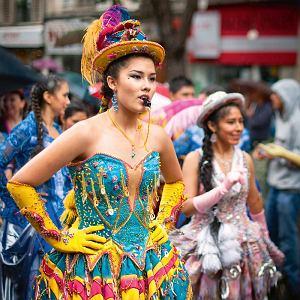 Co roku w lipcu w 11. dzielnicy odbywa się Carnival Tropical - barwna parada mniejszości etnicznych.