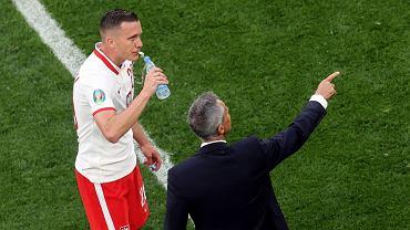 Piotr Zieliński i Paulo Sousa podczas meczu Polska - Słowacja na Euro 2020