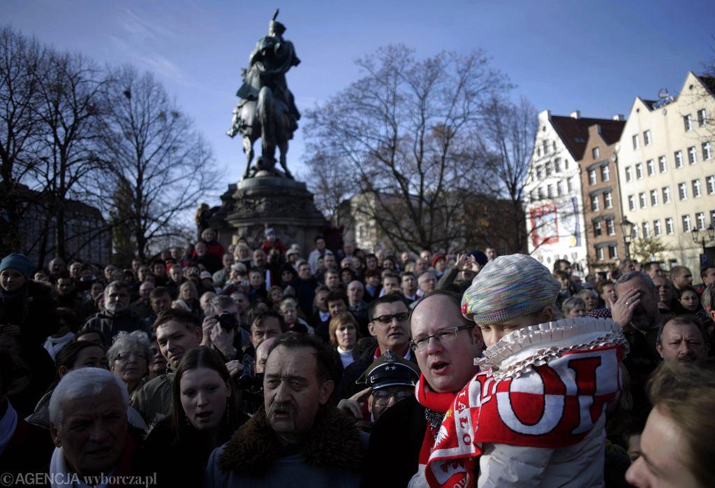Prezydent miasta Paweł Adamowicz podczas parady z okazji 90. rocznicy odzyskania niepodległości. Gdańsk, 11 listopada 2008