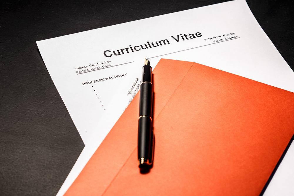 Jak napisać CV? Skup się na tym, co jest ważne dla stanowiska, na które aplikujesz. Zdjęcie ilustracyjne