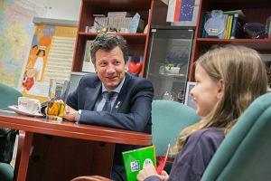 Jak obiecał, tak zrobił. Rzecznik Praw Dziecka spotkał się z 10-letnią Antosią i udzielił jej wywiadu