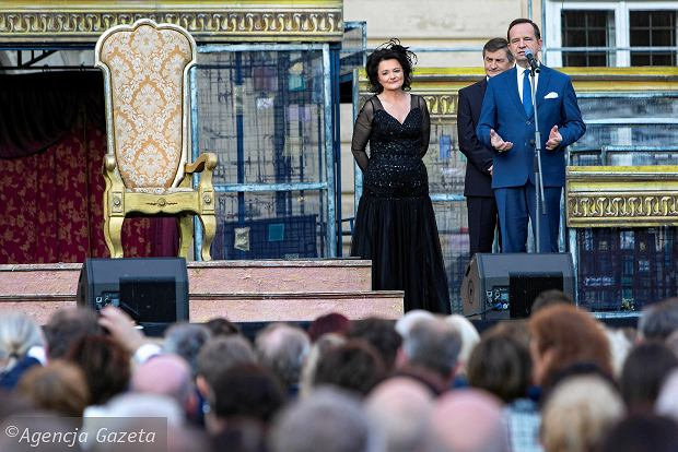 Zdjęcie numer 0 w galerii - Muzyczny Festiwal w Łańcucie rozpoczęty! Zobacz kto kocha operę [ZDJĘCIA]